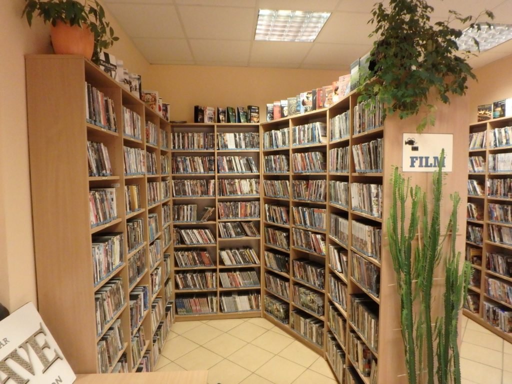 Wnętrze Multimedialnej Wypożyczalni dla Dorosłych i Młodzieży nr 123