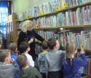 Kolorowy Balonik poznaje bibliotekę