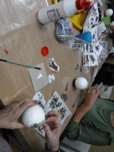 Bombka decoupage – warsztaty kreatywne w W64