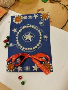 Warsztaty tworzenia kartek świątecznych w W2