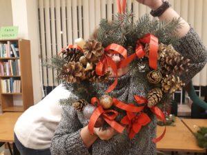 Wianki świąteczne w W130