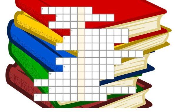 krzyżówka; w tle obrazek przedstawiający stos książek