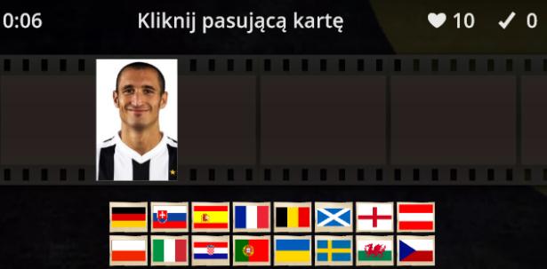 pośrodku wyświetla się zdjęcie piłkarza; poniżej trzeba wybrać jego narodowość, klikając odpowiednią flagę