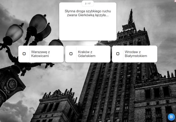zdjęcie w tle przedstawia Pałac Kultury i Nauki w Warszawie; jedno z pytań quizu widniejące na pierwszym planie: Słynna droga szybkiego ruchu zwana Gierkówką łączyła: a) Warszawę z Katowicami, b) Kraków z Gdańskiem, c) Wrocław z Białymstokiem
