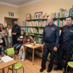 """spotkanie z policjantami na temat """"Jak nie dać się oszukać metodą na wnuczka"""