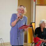 poetka grupy Akant prezentuje swój wiersz